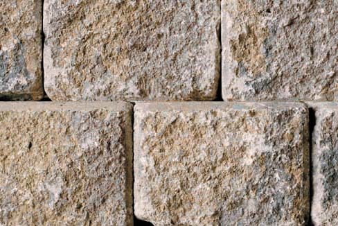 Unilock Roman Wall® Almond Grove