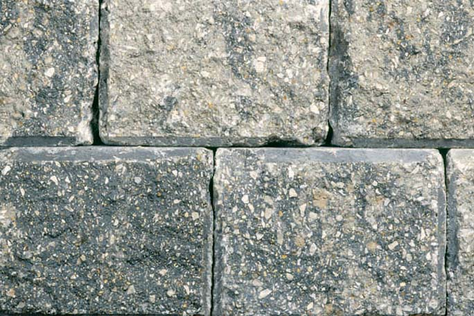 Unilock Roman Wall® Granite